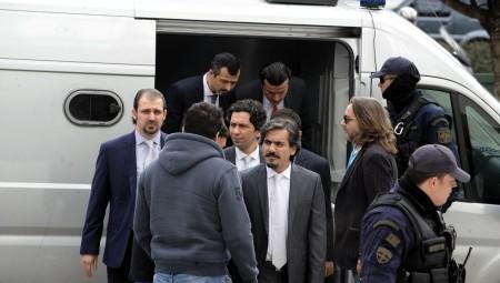 Τουρκία: Απειλεί με απαγωγή των «8»