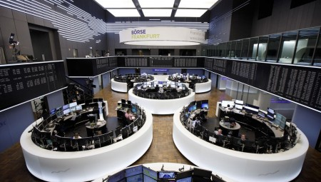 Άτακτη υποχώρηση των ευρωαγορών λόγω του εμπορικού πολέμου