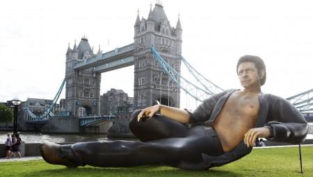 Ένας... Goldblum 3 μέτρων για τα 25 χρόνια του «Jurassic Park»