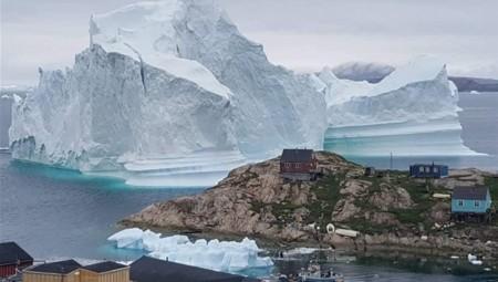Τεράστιο παγόβουνο στη Γροιλανδία απειλεί κατοικημένη περιοχή