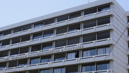 Η κυβέρνηση προσπαθεί να «μαζέψει» την τροπολογία για τις ΔΕΚΟ