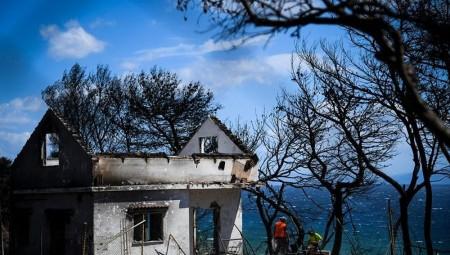 Προχωρά η κατεδάφιση των πρώτων 49 σπιτιών στις πυρόπληκτες περιοχές