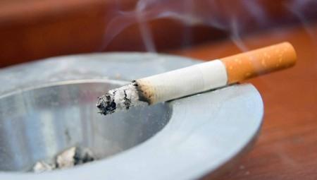 ΕΑΕ: «Στοπ» στο κάπνισμα σε κοινόχρηστους ανοιχτούς χώρους