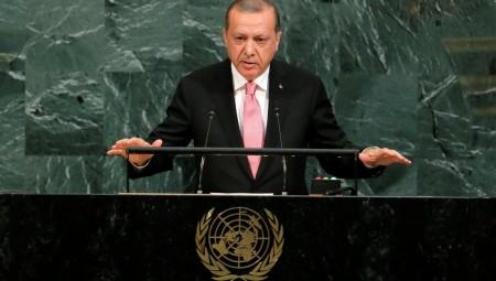 Παρέμβαση Interpol για τους «8» θέλει ο Ερντογάν