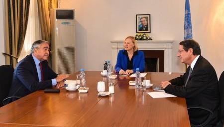 Κυπριακό: Σε «φιλικό κλίμα» η συνάντηση Αναστασιάδη με Ακιντζί