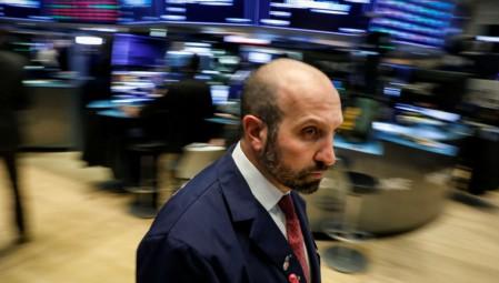 Προσπάθεια ανάκαμψης στη Wall Street για το άνοιγμα της Τρίτης