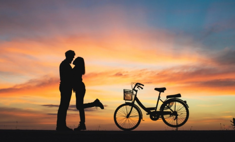 couple-love-bicycle