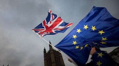 brexit-komision-bretania-apozimioseis