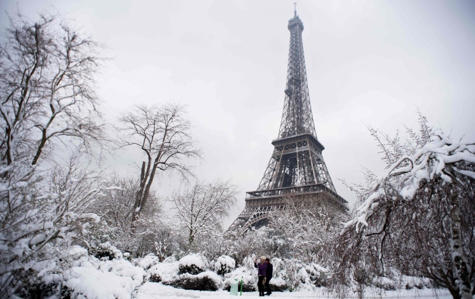 tour-eiffel-paris-snow