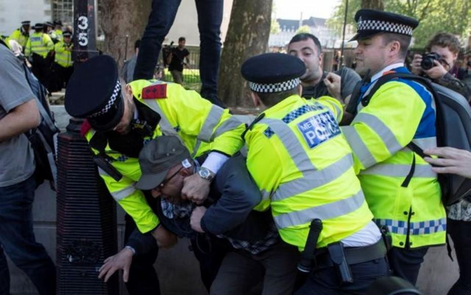 Λονδίνο: Μικροεπεισόδια μεταξύ υποστηρικτών και επικριτών του Ερντογάν (βίντεο)