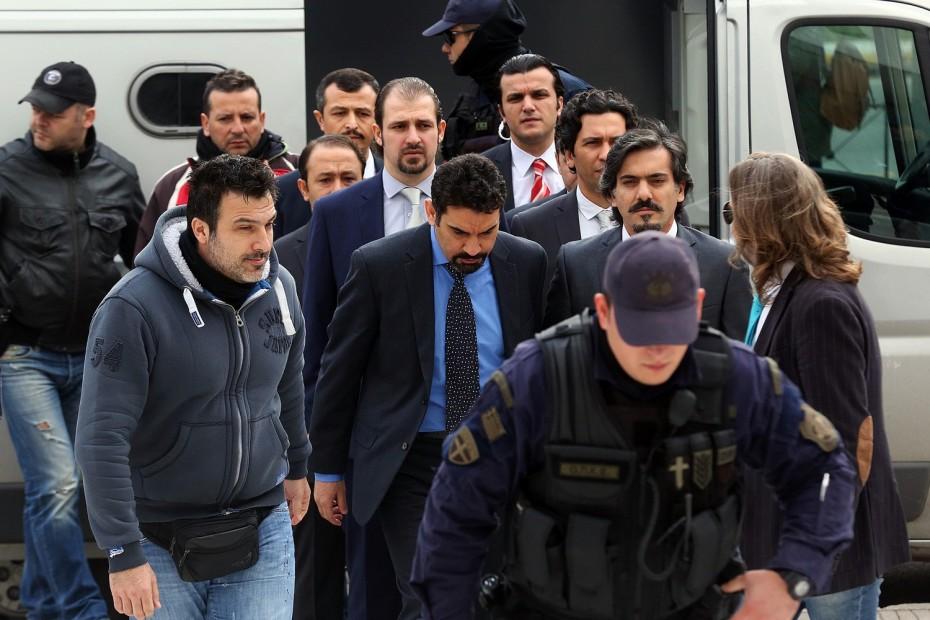 Και πάλι οι 8 Τούρκοι στρατιωτικοί ζητούν άσυλο