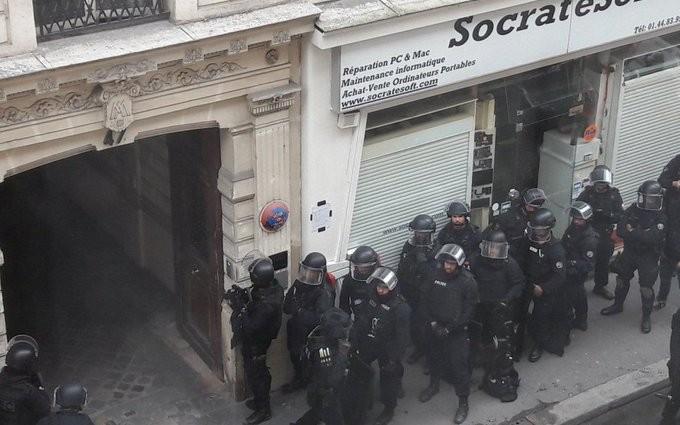 Σε εξέλιξη κατάστασης ομηρίας στο Παρίσι