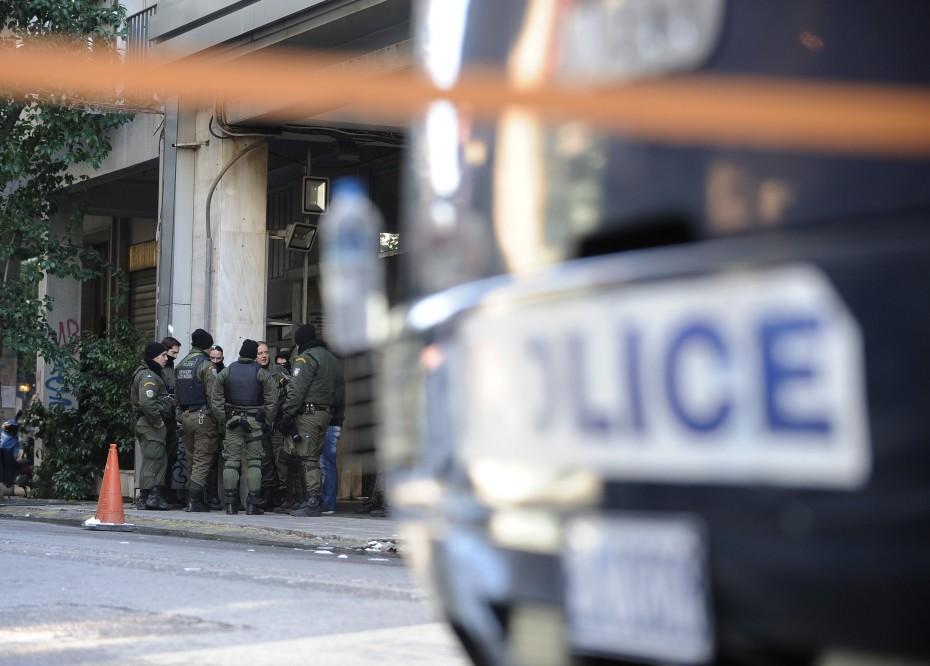 Τραυματισμός 2 αστυνομικών στο Πολυτεχνείο από επίθεση κουκουλοφόρων