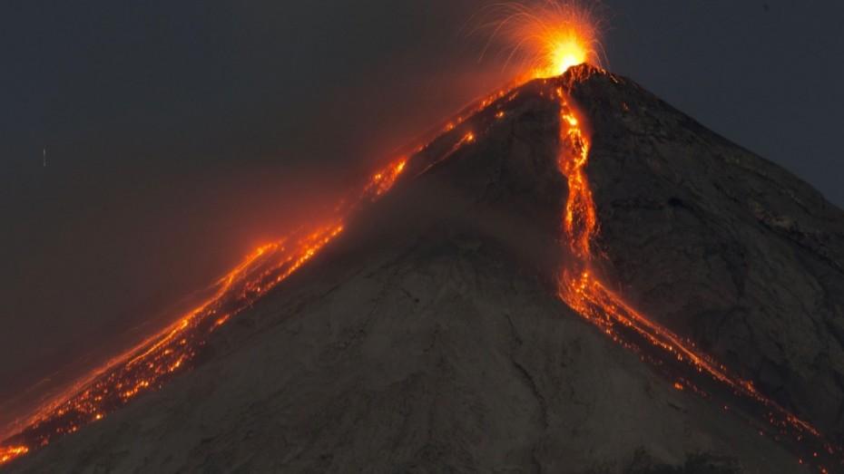 Γουατεμάλα: Νέες εκρήξεις στον κρατήρα του Φουέγο