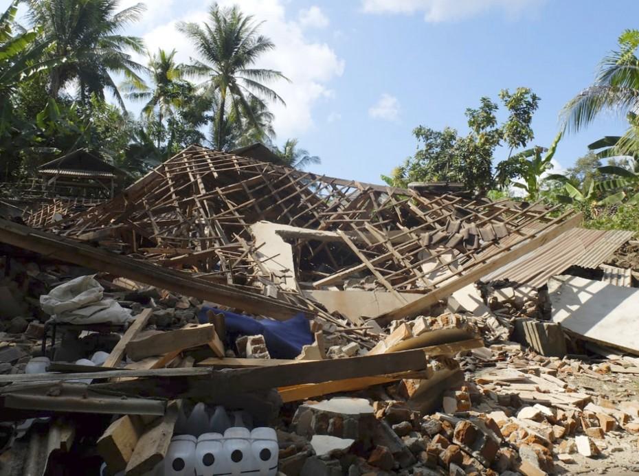 Ινδονησία: Σχεδόν διπλασιάστηκε ο αριθμός των νεκρών από τα φονικά 6,9 ρίχτερ