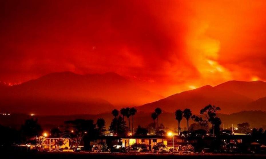 Συνεχίζεται η μάχη με τη μεγαλύτερη πυρκαγιά στην ιστορία της Καλιφόρνιας