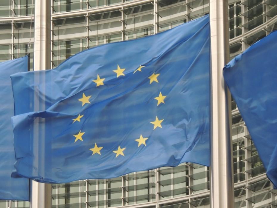 Η Κομισιόν «αδειάζει» το ΔΝΤ για το ελληνικό χρέος