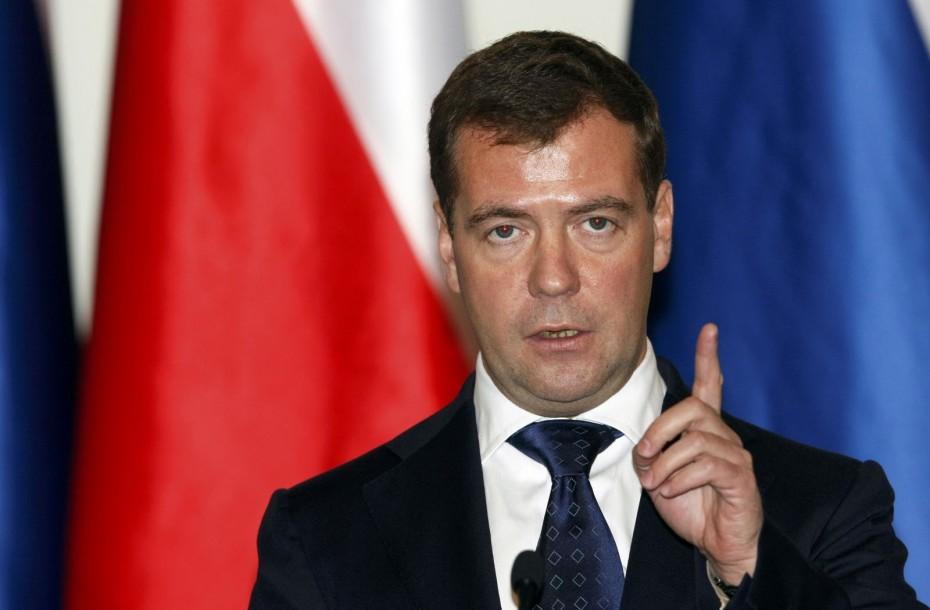 Ο Μεντβέντεφ προειδοποιεί για ρωσική «απάντηση» στις αμερικανικές κυρώσεις