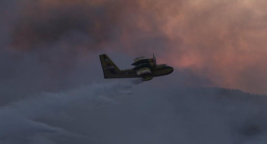 Ανεξέλεγκτη η πυρκαγιά στην Ηλεία - Καίγονται κτίσματα στα Λέτρινα