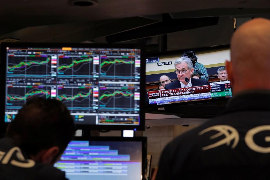 Μικρά κέρδη στη Wall Street, αναμένοντας τον Πάουελ