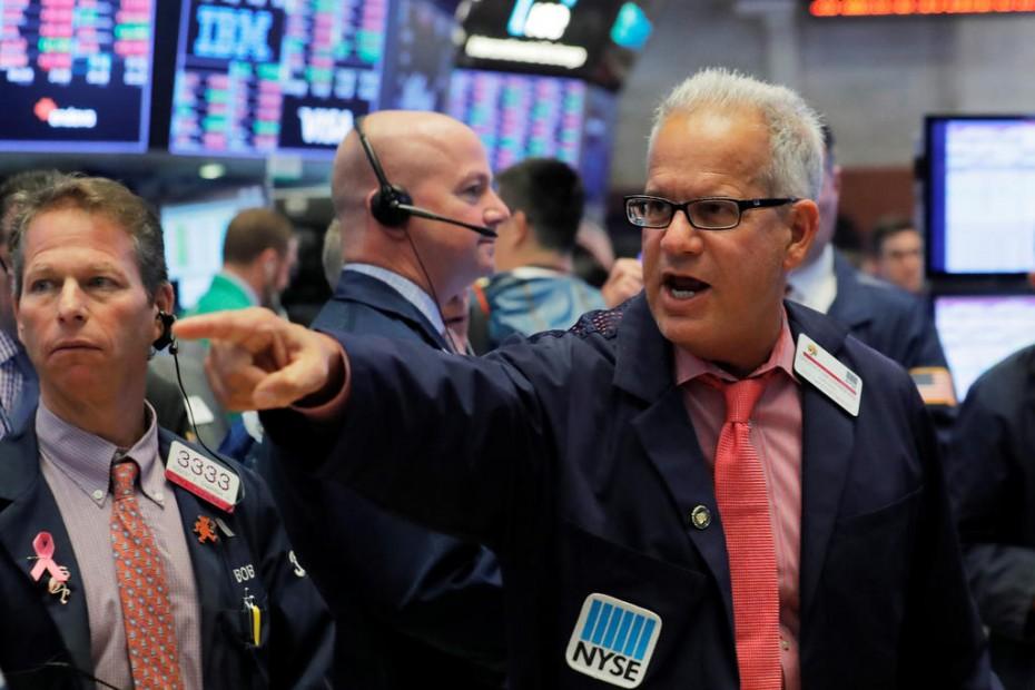 Τα εταιρικά αποτελέσματα ανεβάζουν τη Wall Street για την Τρίτη