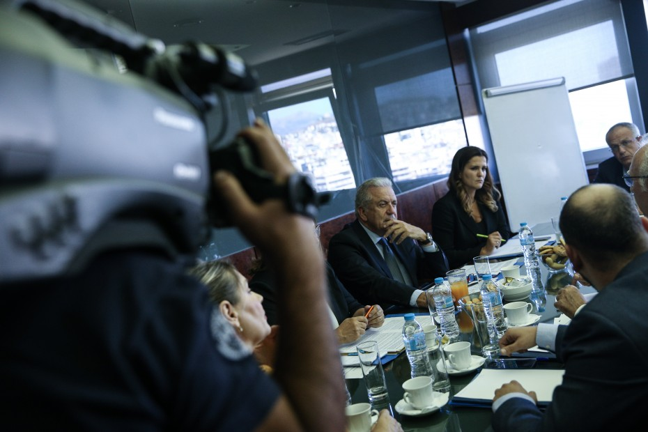 Ο Αβραμόπουλος ζητά επιτάχυνση στις επιστροφές προσφύγων στην Τουρκία