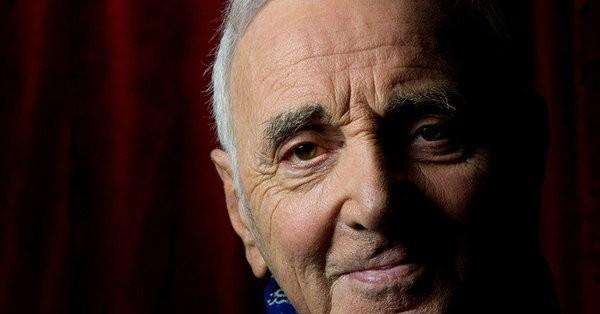 Γαλλία: Απεβίωσε ο τραγουδιστής Charles Aznavour