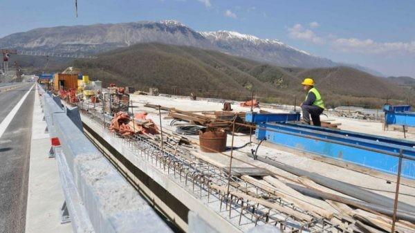 Η ΝΔ καταγγέλλει την παραχώρηση τμήματος του άξονα Πάτρας-Πύργου στον Καλογρίτσα