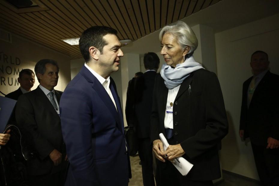 Το ΔΝΤ «κόβει» τις παροχές Τσίπρα