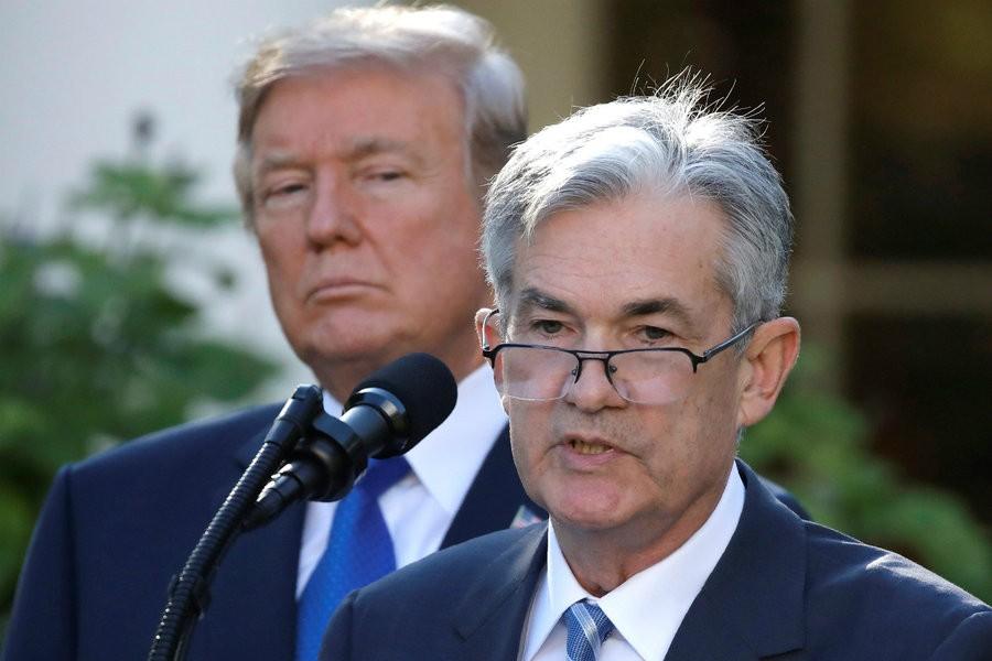 Ο Τραμπ στοχοποιεί τον διοικητή της Fed