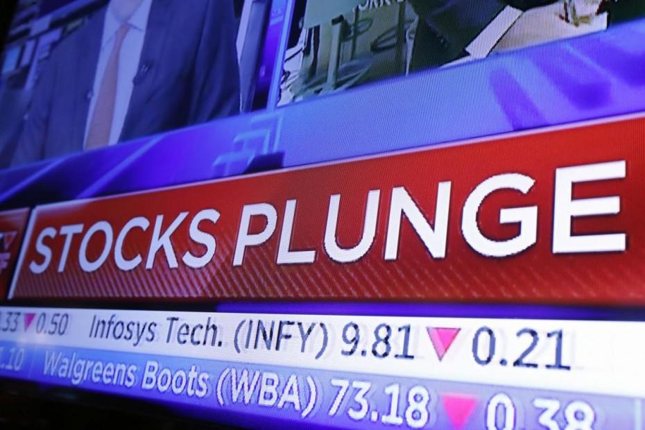 «Γκρεμίζεται» η Wall Street, «βουτιά» 300 μονάδων για τον Dow J