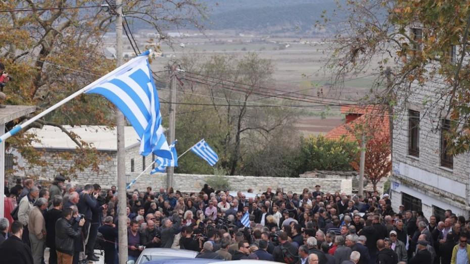 Πλήθος κόσμου στην κηδεία του Κωνσταντίνου Κατσίφα
