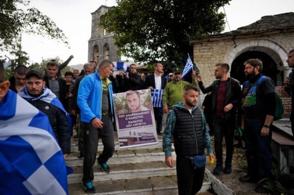 Προσαγωγές 5 ομογενών από την αλβανική αστυνομία στην κηδεία Κατσίφα