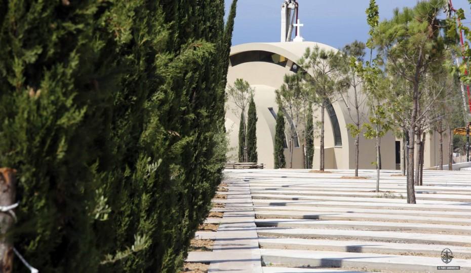 Μνημείο για τους πεσόντες της Πολεμικής Αεροπορίας μέσα στο νέο κοιμητήριο Γλυφάδας
