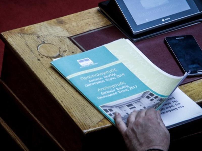 Νέοι πανηγυρισμοί Χουλιαράκη στη Βουλή για τον προϋπολογισμό