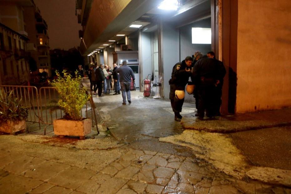 Δύο προσαγωγές για τις μολότοφ κατά των ΜΑΤ στην Καισαριανή