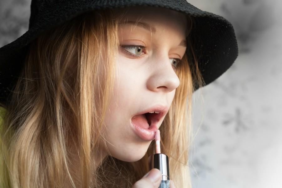 Καλλυντικά και σαμπουάν ευθύνονται για την πρώιμη εφηβεία
