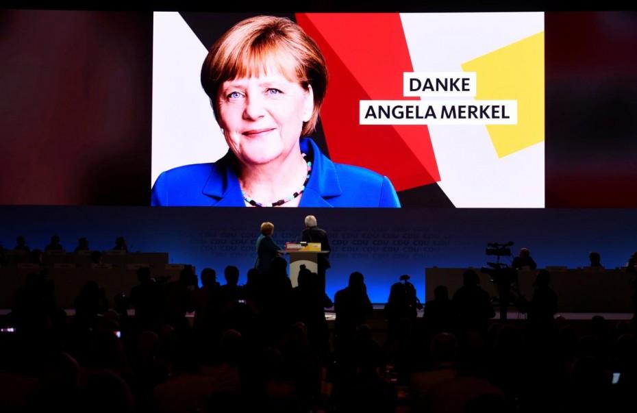 Συγκινημένη η Μέρκελ αποχαιρετώντας το CDU