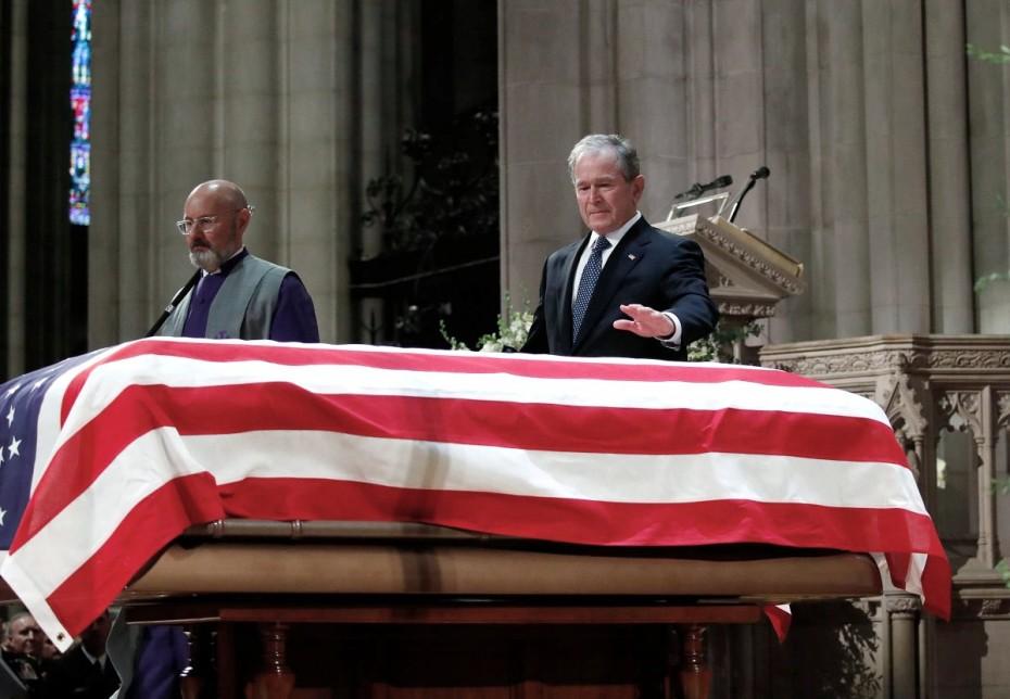 Δάκρυσε ο Τζορτζ Μπους στην κηδεία του πατέρα του