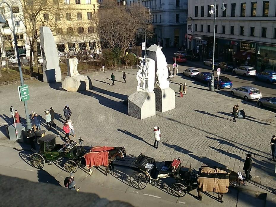 Τουλάχιστον 12 τραυματίες από επίθεση με μαχαίρι στη Βιέννη