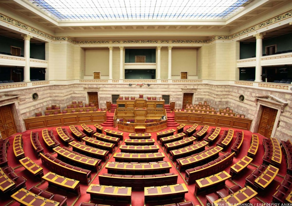 Σκηνές απείρου κάλλους στην Ολομέλεια για το ν/σ του ΑΣΕΠ