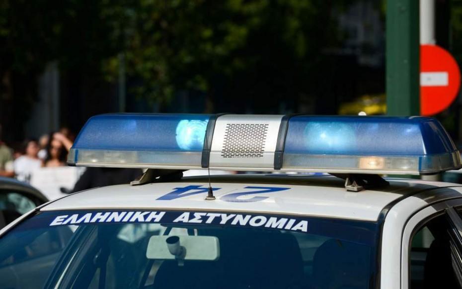 Κουκουλοφόροι επιτέθηκαν με σφυριά σε κλούβα των ΜΑΤ στην ΑΣΟΕ