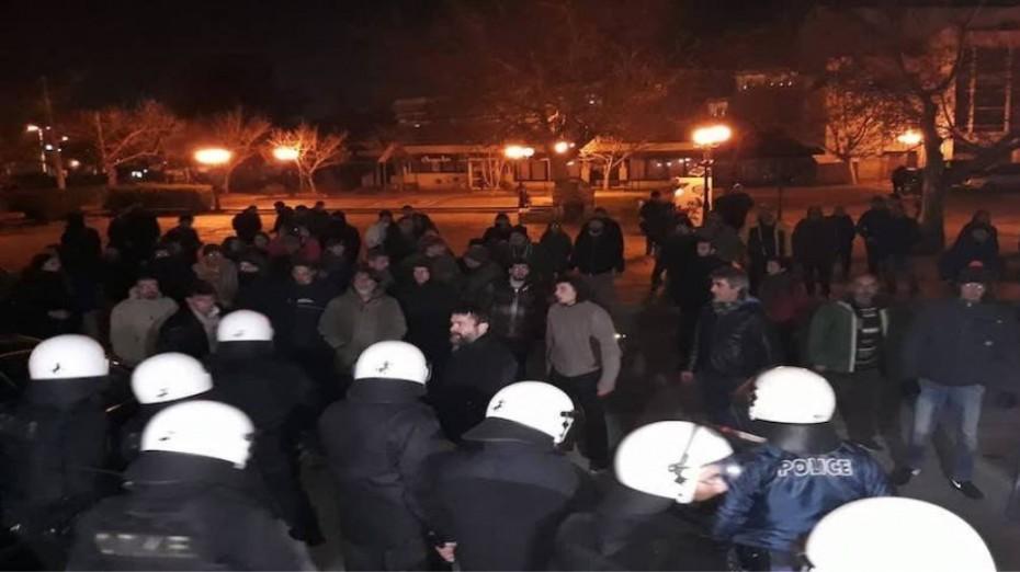 Βόλος: Επεισόδια έξω από εκδήλωση του ΣΥΡΙΖΑ με τον Σκουρλέτη
