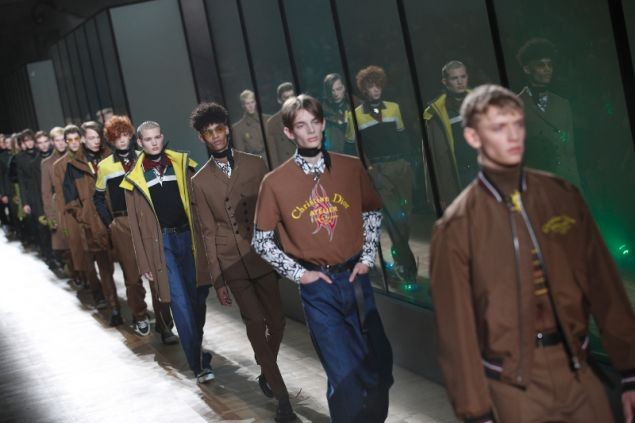 Τα «Κίτρινα Γιλέκα» άλλαξαν τα πλάνα του Dior