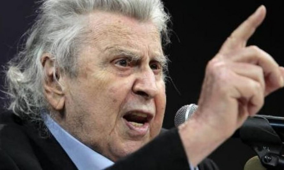 Μ. Θεοδωράκης για Μέρκελ: Αφού καθυπόταξε τον Τσίπρα, ήρθε να ελέγξει τα αποκαΐδια