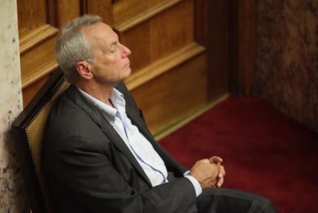 Σγουρίδης: Αντάλλαξαν την καρέκλα με την ψήφο εμπιστοσύνης