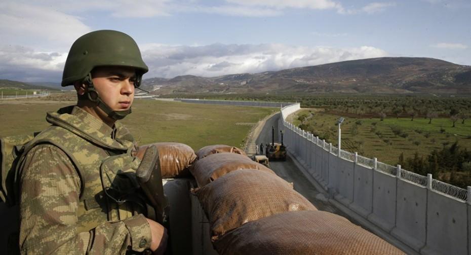 Ο Ερντογάν στέλνει στρατιωτικές ενισχύσεις στα σύνορα με τη Συρία