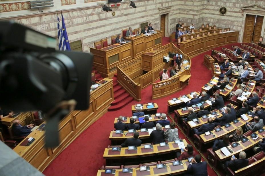 Η ΝΔ ζητά υπουργικές απαντήσεις για τις Πρέσπες στη Βουλή