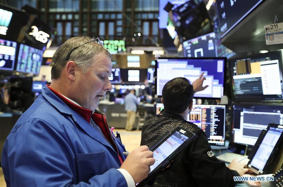 Ο εμπορικός πόλεμος ρίχνει τη Wall Street για την Παρασκευή