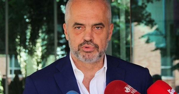 Μαζικές παραιτήσεις βουλευτών της αντιπολίτευσης στην Αλβανία